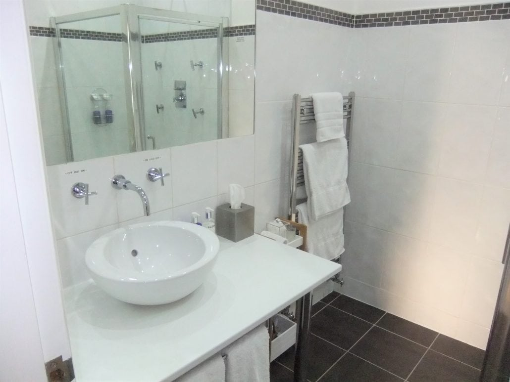 Fourrooms blackpool b b 5 star gold bed and breakfast for Bathroom design blackpool